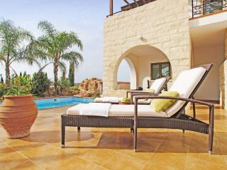 ATHPEN1 - 3 bedroom villa with pool and Jacuzzy