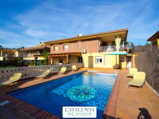 Villa Jardin de Sils, next to a PGA golf course in the heart of Costa Brava, Riudarenes