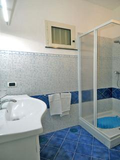08 Il Nido 2nd shower room