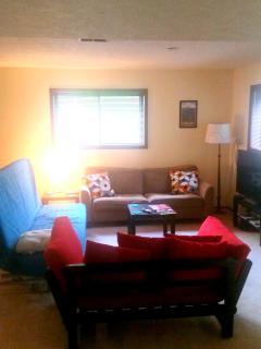 Comfy Living Room with Bigscreen TV & DirecTv with over 250 channels