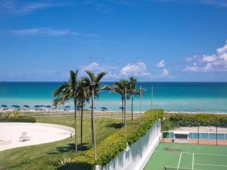 Modern 2BR/2BA Suite for 6, Oceanfront building with pool in Miami Beach