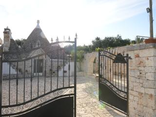 Trullo Ciambedda with pool, Ostuni