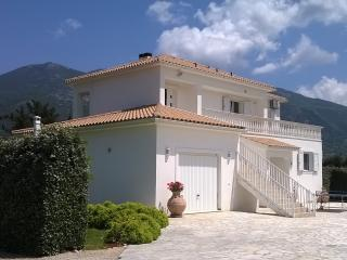 The Walnut Tree - villa in rural Kefalonia, Sami