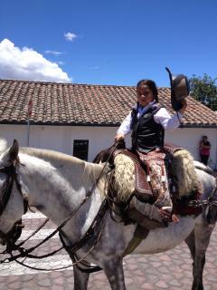 En un Parque cercano y a 1 hora hay caballos para niños y adultos.,