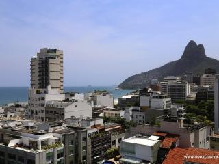 Rio224 - Two bedroom apartment in the Country Club Residence, Rio de Janeiro