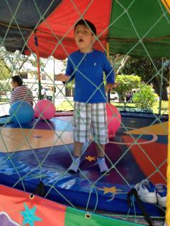 Camas elásticas o saltarines para niños a 1 hora.