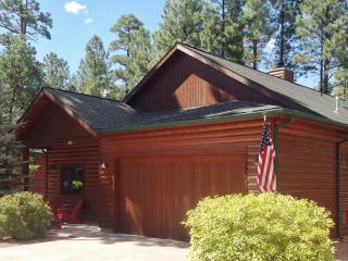 LOG CABIN, PINETOP CCLUB,1800 SQFT GREAT LOCATION!
