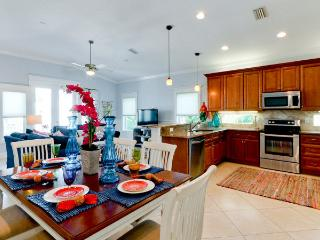 Casa Playa East is a Luxury 4 bedroom home with a pool and elevator!, Bradenton Beach