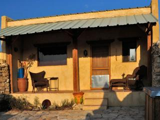 Secluded Guest House in GhostTown w/ Amazing Views, Terlingua
