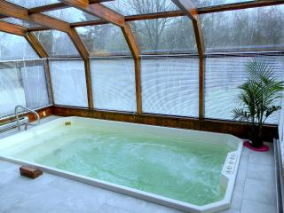 "Best Relaxing home in Pocono , private ""spa"" . Super big Jacuzzi"