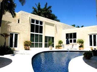 Tropical paradise suite at Miami landmark Estate