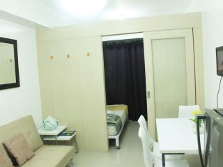 Suites 2 w/ balcony, Free Wifi - Mall of Asia