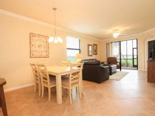 Golf Lovers-New 2BR+Den/2BA Condo @ Bonita National Golf and Country Club, Bonita Springs