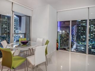 MIAMI  LUXURY  ZEN LIVING . 3BEDS 2B, Miami