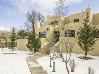Wyndham Taos - 5 blocks away from Santa Fe Plaza