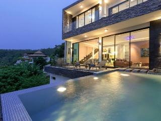Fantastic 3 bedrrom 2 story villa with Surin Beach views