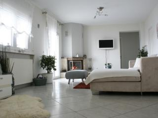 Elegance appartment 3 bedroom in a quiet area, Polichni