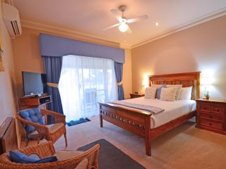 Inn The Tuarts Geographe Standard Queen Room 2, Busselton