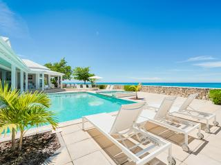 ECUME DES JOURS...4 BR with  Endless turquoise views and the peaceful sound of