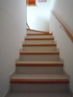 Escaleras de acceso del salón comedor a las habitaciones