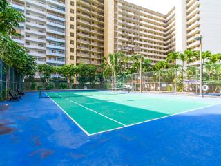 Waikiki Marina with Free Parking, Free WIFI, Honolulu