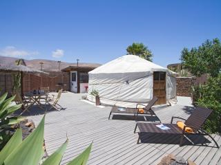 Beautiful Eco Yurt, Garden/Shower/Kitchen, Pool, next to Sandy Beach, incl Car