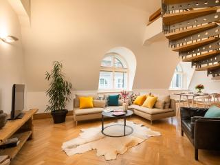 Four-Bedroom Grand Apartment, Prag