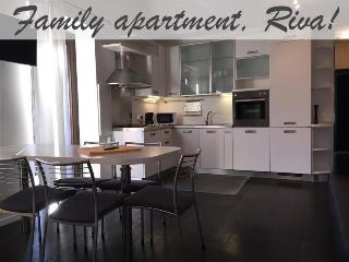Spacious family Apartment in Riva Pool, Sauna+more, Riva Del Garda