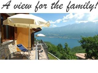 Apartment near Tignale, Amazing views, pool & wifi