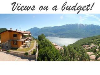 Apartment with Incredible Lake views, pool & wifi, Tignale