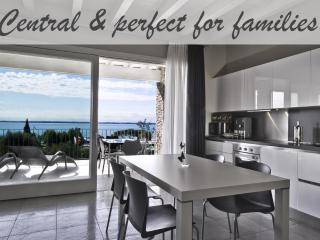 Luxury lake view apartment in Moniga with pool, Moniga del Garda