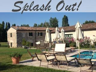 Wonderful large apartment in Peschiera with pool, Peschiera del Garda