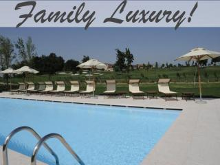Garden apartment in Peschiera with pool, golf, spa, Peschiera del Garda