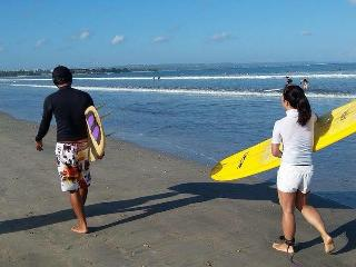 Sadia Homestay - 1, 2 Bedroom 5 mins walk to Beach