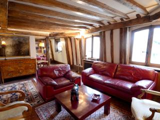 History and charm 2BR rental next to the Louvre, París
