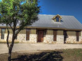 Tierra Linda (1 mile from River Access & walking distance to Golf Course), Concan