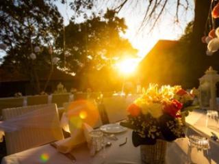 Banchetto al tramonto