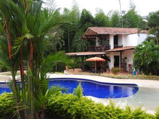 BEAUTIFUL COUNTRY HOUSE, Pereira
