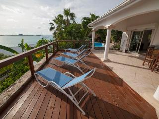 Great for Families & Large Groups, Short Drive to the Beach, Private Pool, Beautiful Views, Marigot