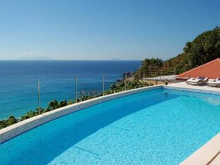 Gouverneur View - Ideal for Couples and Families, Beautiful Pool and Beach