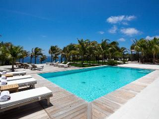 Good News - Ideal for Couples and Families, Beautiful Pool and Beach