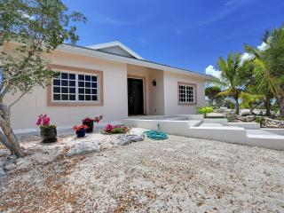 A new family villa rental for the budget-minded, with lots of privacy and comfort., Providenciales