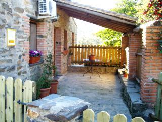 Casa Tinao/El Jiniebro para 4 pax,desayunos,wi-fi,Finca forestal con 6 casitas
