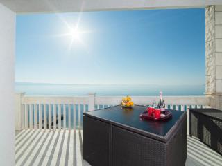 PRIVATE BEACH APARTMENT, Podstrana