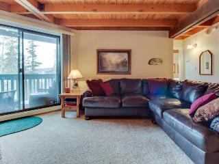 A shared pool, hot tub & gym, close to skiing & boating!, Silverthorne