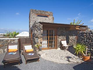 Cozy Eco Garden Cottage, 300mt Sand Beach, Pool, Exotic Garden with Sea Views