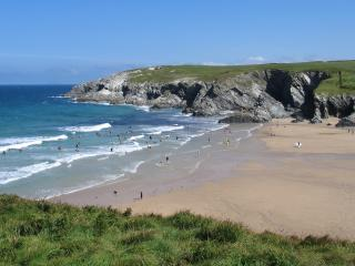 Large 4 bed cottage, 3 Local Beaches. Country views., Crantock