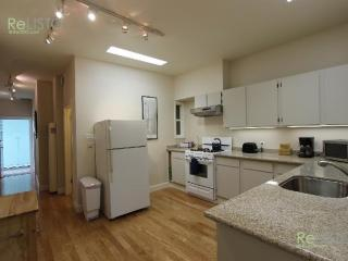 CHARMING AND EXPANSIVE 3 BEDROOM 1 BATH URBAN OASIS, San Francisco