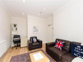 PERFECT location! 2 bed SUPERB flat