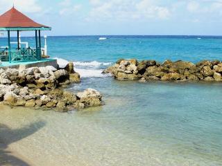 Chrisanns Beach Resort Apartment 20, Ocho Rios